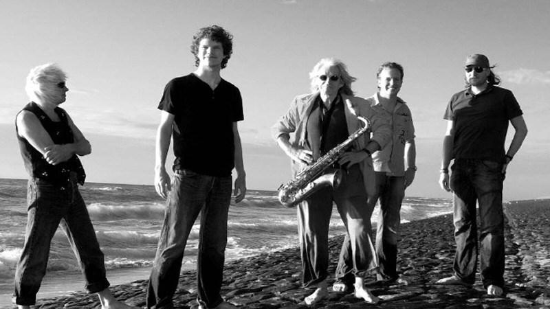 Live Muziek 2de Pinksterdag Dick Remelink met band